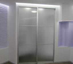 Белый гардероб и шкаф-купе