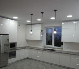Белая акриловая кухня