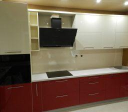 Кухня красный и кремовый акрил