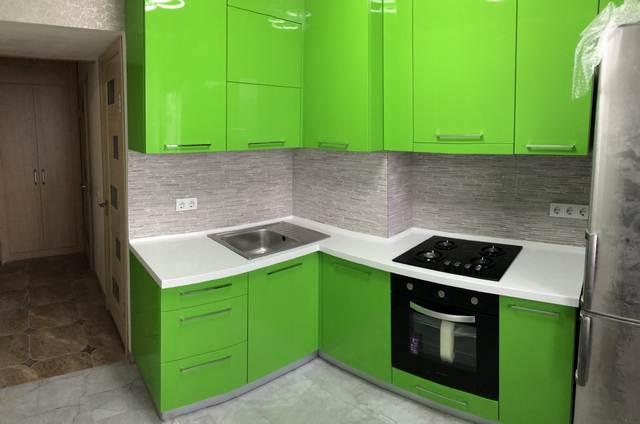 Кухня крашенный Ярко-зелёный фасад