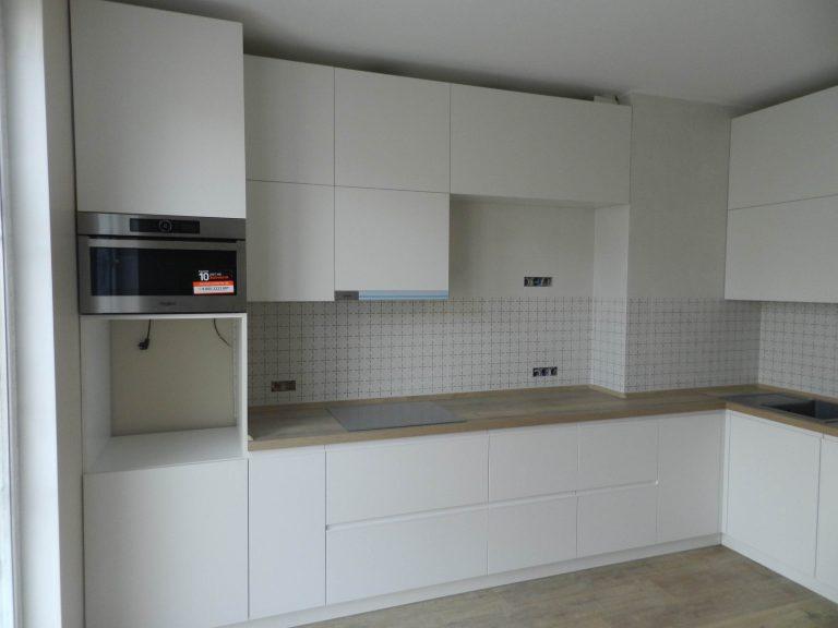 Кухня Белая со Скрытыми Ручками