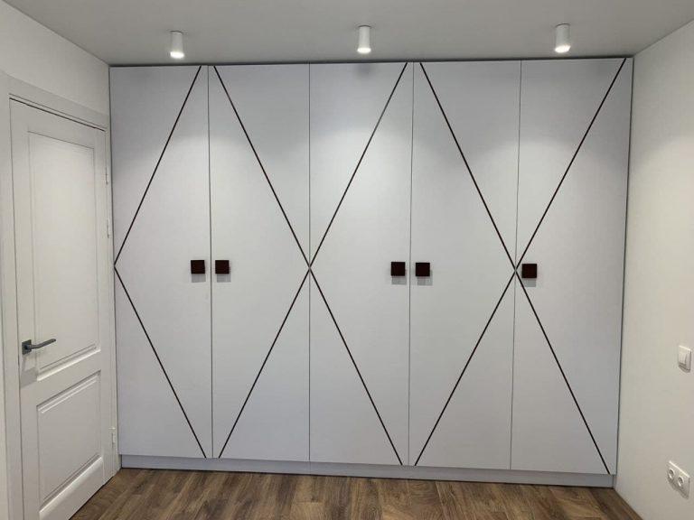 Шкафы в коридоре и спальне